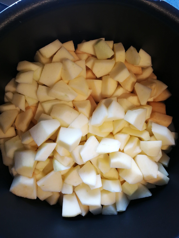 Apfelstücke für Kompott